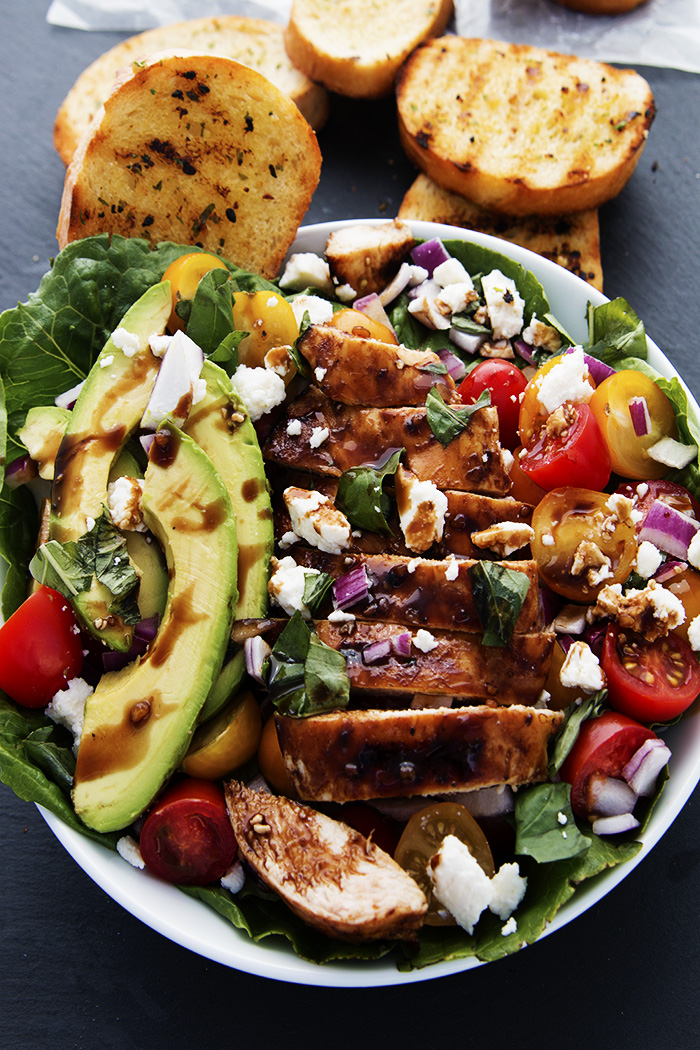 Balsamic_salad_with_bread_