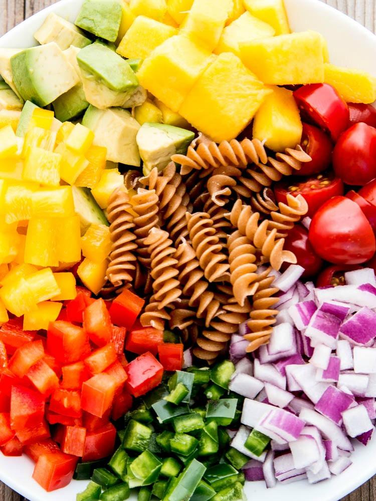 Chicken_pasta_salad_ingredients