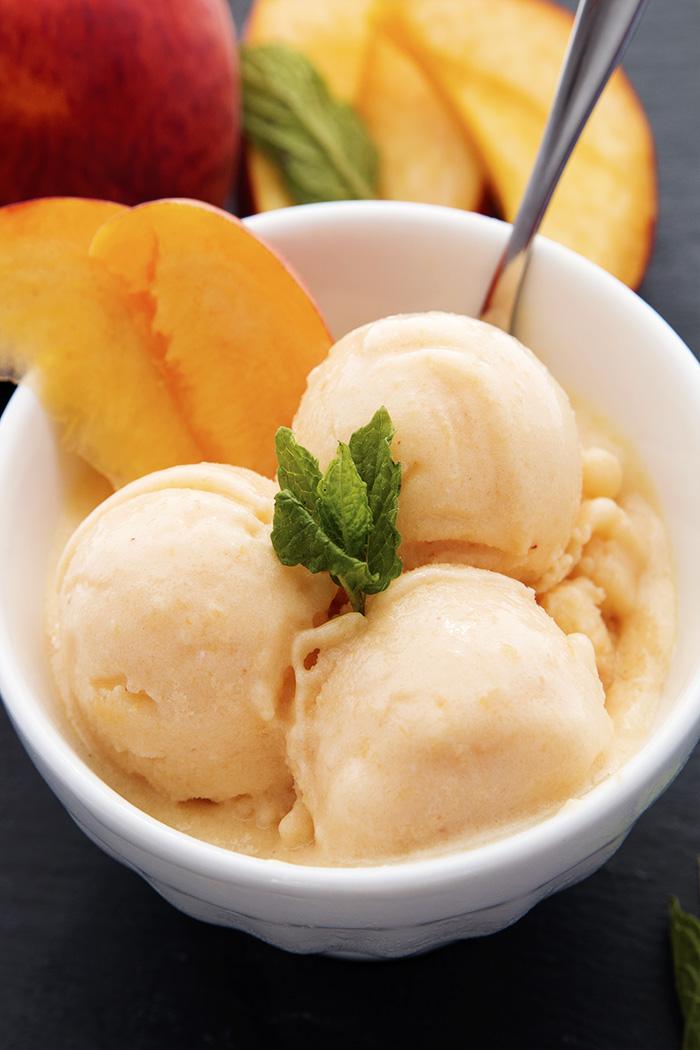 peach_yogurt_spoon_close